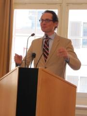 Roger Köpper löst sich vom Rednerpult